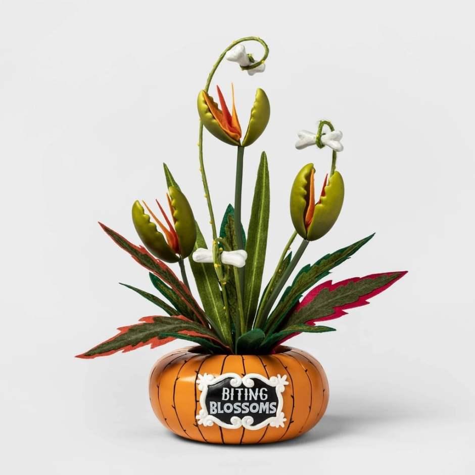 Biting-Blossoms-Artifical-Halloween-Plant